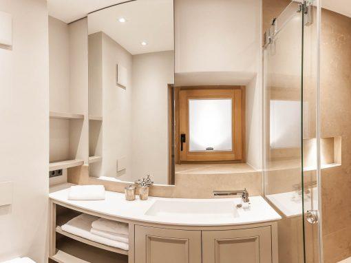 Kleinbadlösung mit verschiebbaren Spiegel