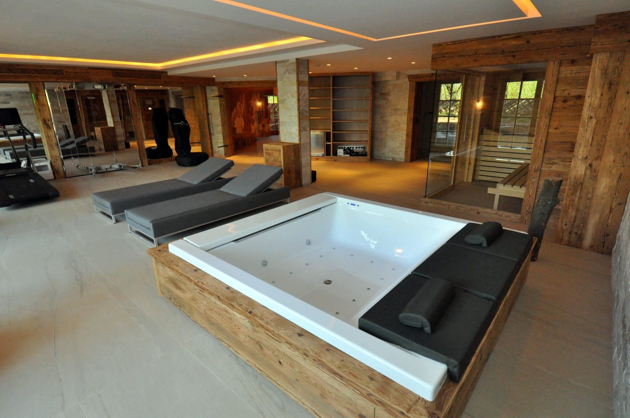 wellnessbereich mit whirlpool hauschild geb udetechnik badarchitektur. Black Bedroom Furniture Sets. Home Design Ideas